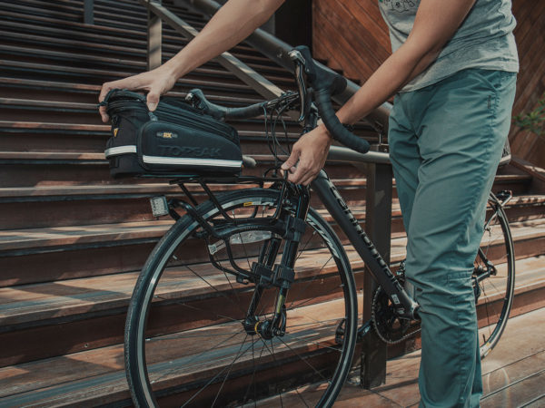 багажник передний на вилку шоссейного и городского велосипеда